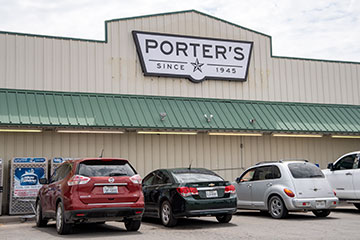 Exterior of Poerter's Thriftway.